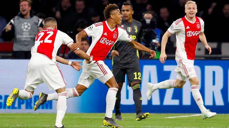 Soi kèo Ajax vs Valencia
