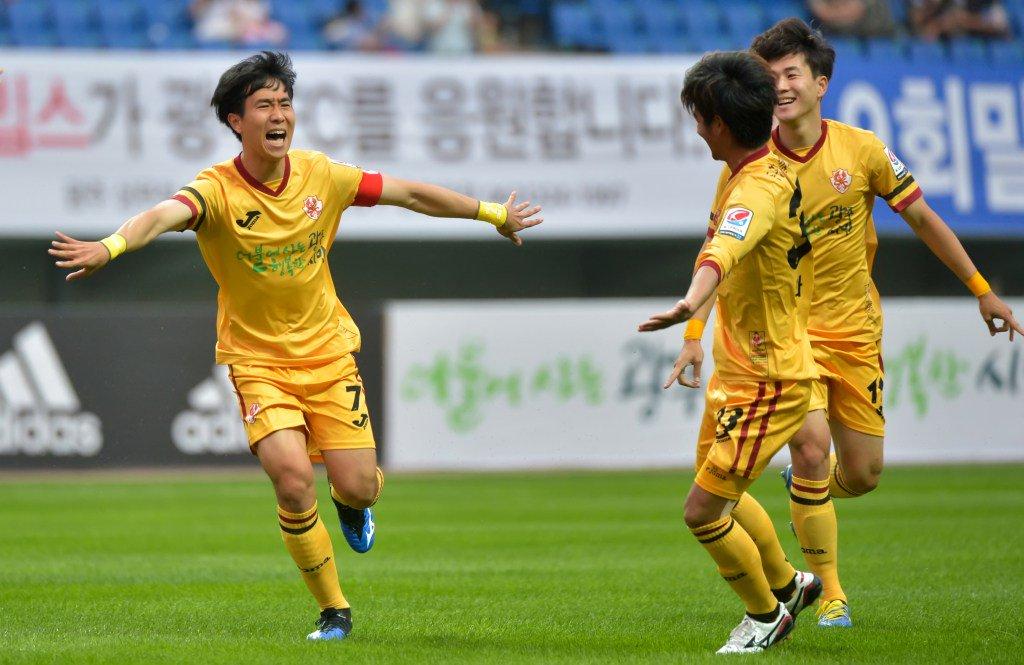 soi-keo-pohang-vs-gwangju-fc-vao-17h-ngay-8-8-2020-2