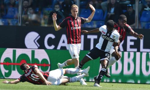 Soi kèo AC Milan vs Parma vào 0h30 ngày 16/7/2020